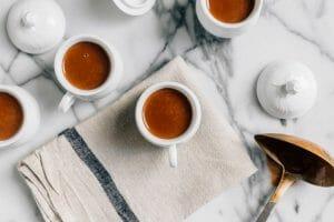 café y mantel